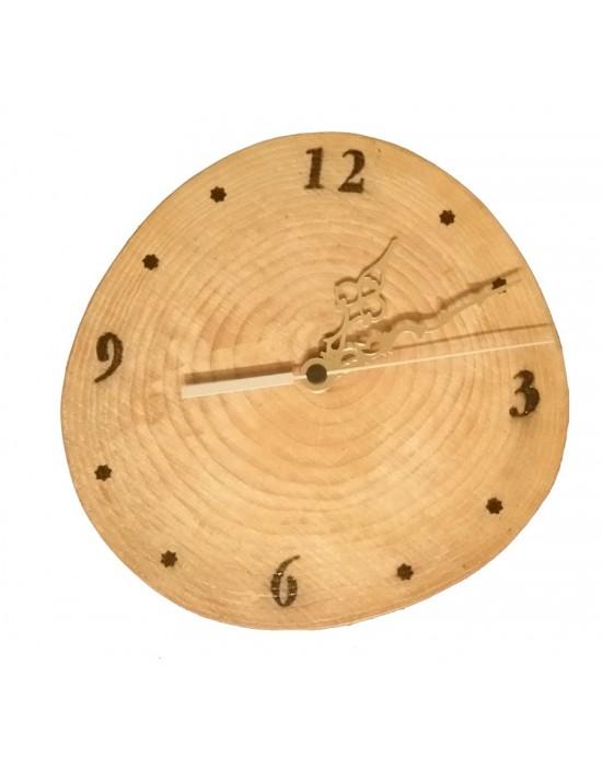 Reloj de pared con rodaja de madera