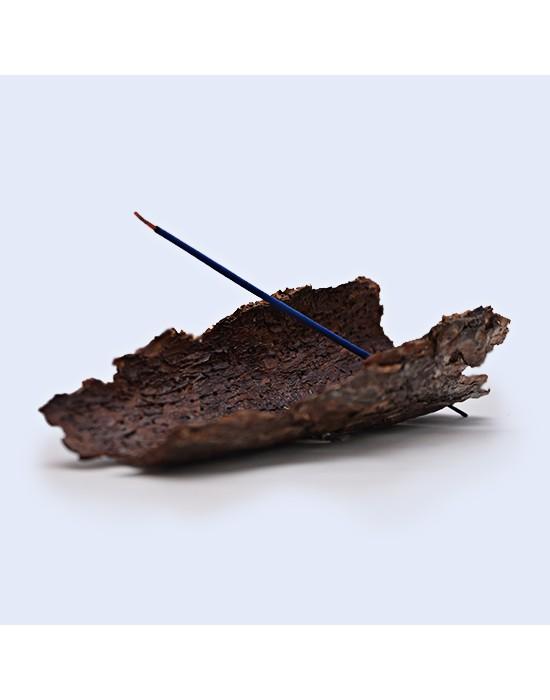 Quemador de incienso con corteza árbol natural