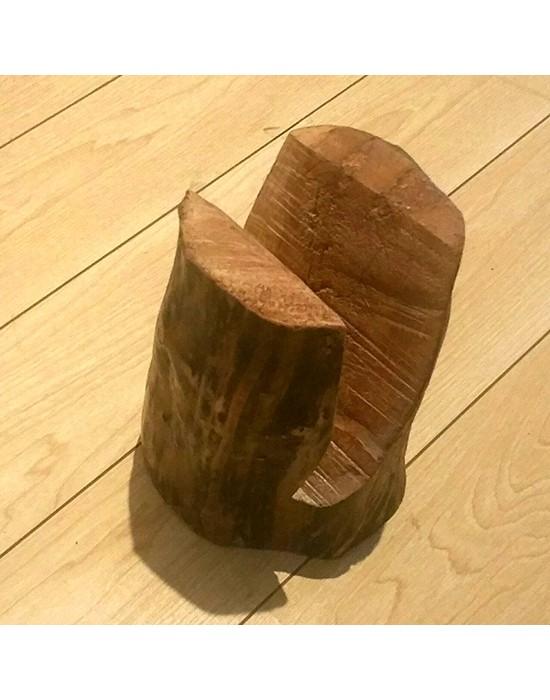 Revistero con tronco de madera