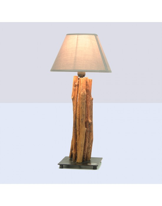 Lámpara con troncos verticales